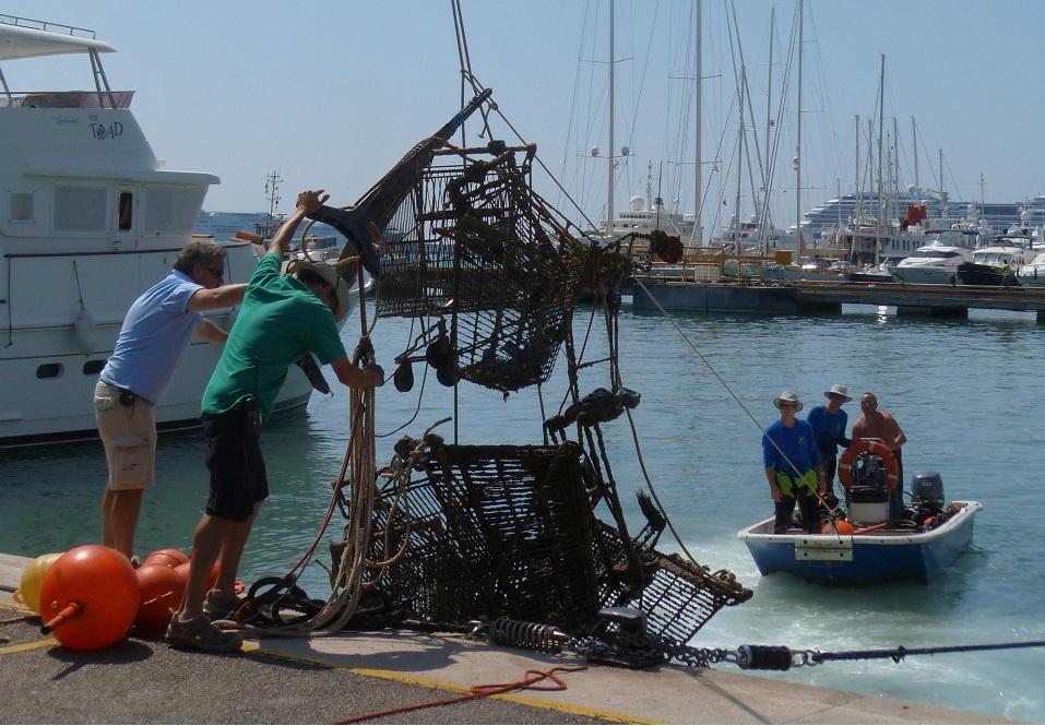 exitosa-jornada-medioambiental-en-marina-port-de-mallorca.