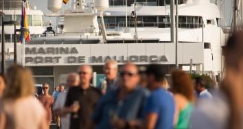 Marina Port de Mallorca recibe la temporada con una divertida fiesta para sus clientes
